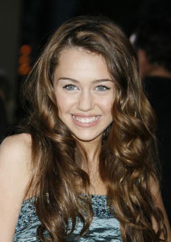Fotografi av Miley Cyrus fra 2007 da hun spilte hovedrollen i TV-serien Hannah Montana.