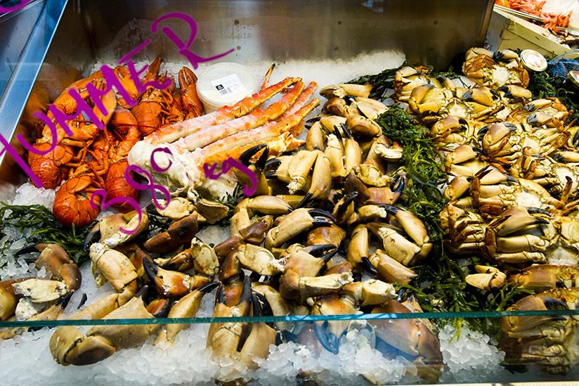 Fotografi av hummer, krabber og krabbeklør..