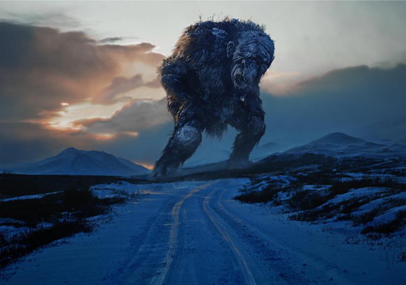 Fotografi fra filmen Trolljegeren fra 2010. Fotografiet viser solnedgang i et fjellandskap. Det er vinter og vi ser et stort troll i horisonten.