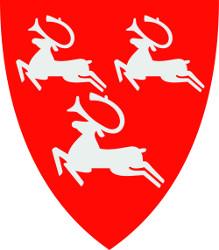 Illustrasjon av Porsangers kommunevåpen. Mønsteret viser parallellforskyvning av tre hvite rein, mot rød bakgrunn.